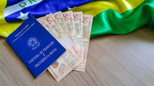 Feche cartão de trabalho brasileiro