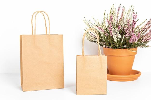 Feche em sacos de papel artesanal com enfeites