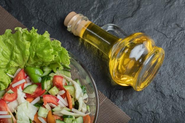 Feche foto salada orgânica saudável. foto de alta qualidade