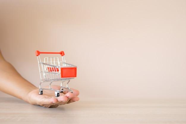 Feche o carrinho de compras disponível