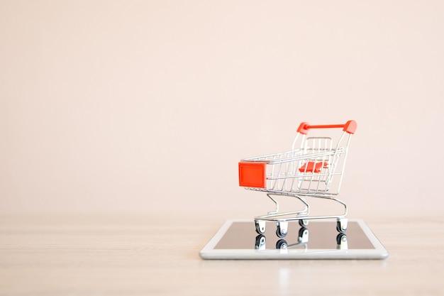 Feche o carrinho de compras no smartphone.