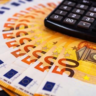 Feche o dinheiro em euros com calculadora