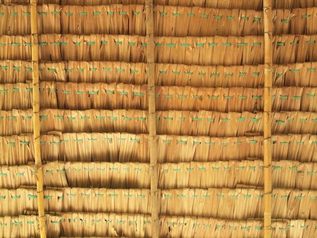 Feche o fundo de palha. textura de telhado de palha