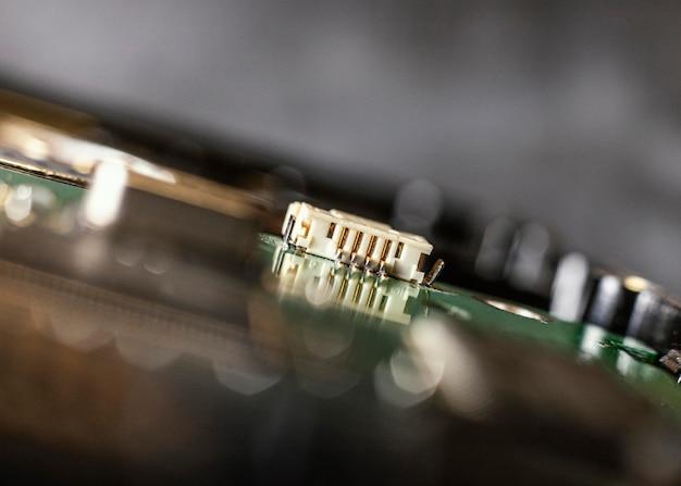 Feche o fundo do componente de hardware