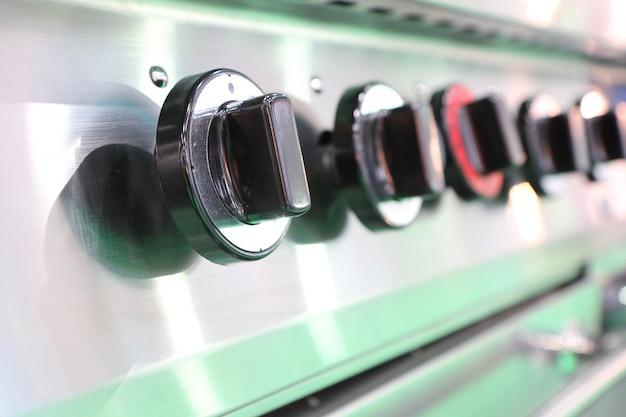 Feche o interruptor da cozinha queimando fogão a gás; botão