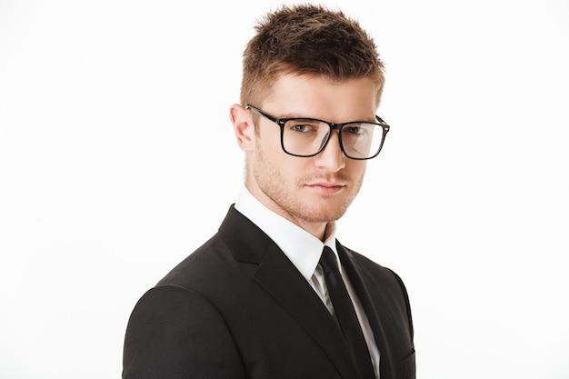 Feche o retrato de um jovem empresário de sucesso