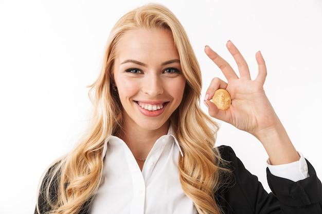 Feche o retrato de uma jovem empresária feliz