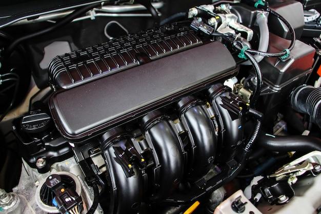 Feche os detalhes do motor do carro. conceito automotivo do reparo do carro de manutenção.