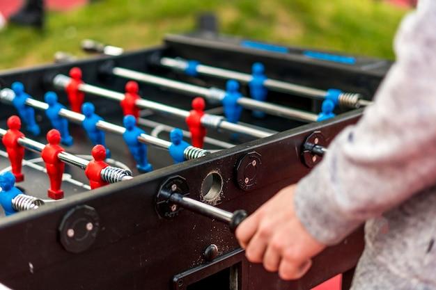 Feche os jogos de lazer de mesa com desfocar o fundo. se divertindo se sentir feliz