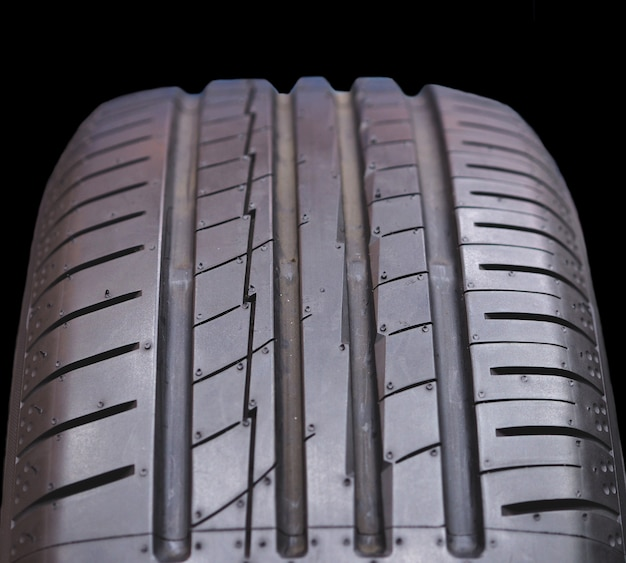 Feche pneus novos.