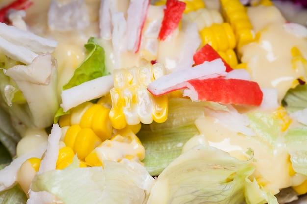 Feche uma salada saudável.