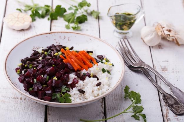 Feijão com arroz e beterraba