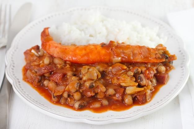 Feijão com frutos do mar e camarão
