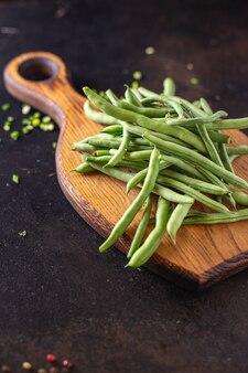 Feijão verde fresco produto orgânico refeição lanche na mesa cópia espaço comida fundo vegetal rústico Foto Premium