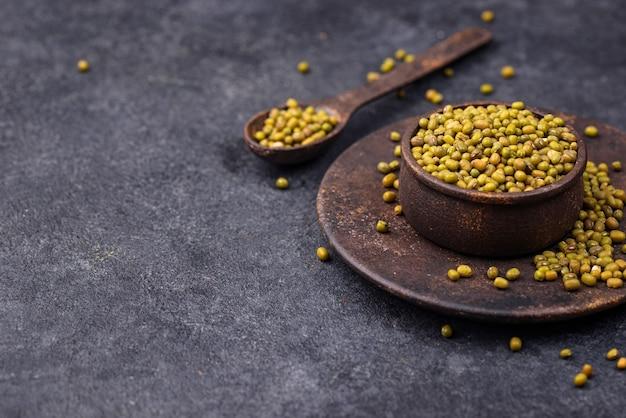 Feijão verde, legumes saudáveis na tigela