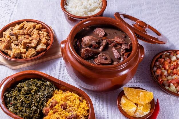 Feijoada, a tradição da culinária brasileira.