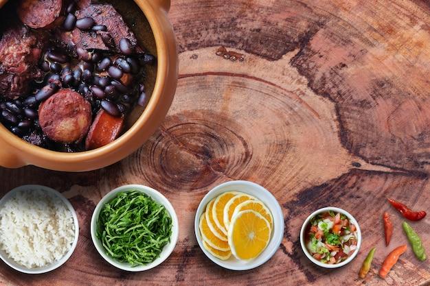 Feijoada prato da tradicional comida brasileira