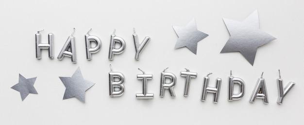 Feliz aniversário com conceito de prata