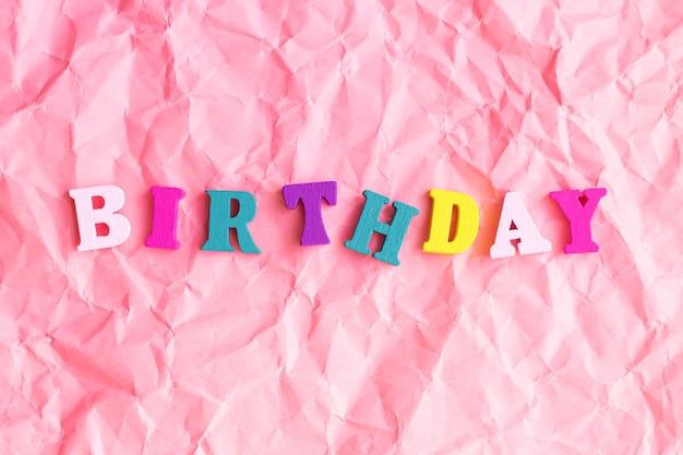 Feliz aniversário festa divertida com texto colorido