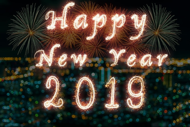 Feliz ano novo 2019 escrito com fogo de artifício de brilho em fogos de artifício com foto desfocada de citys