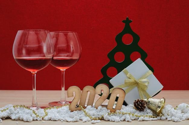 Feliz ano novo 2020 natal com enfeites de celebração
