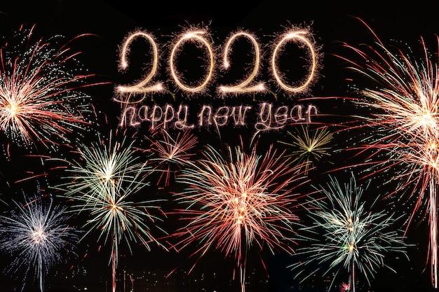 Feliz ano novo 2020. texto criativo feliz ano novo 2020 escrito estrelinhas isoladas