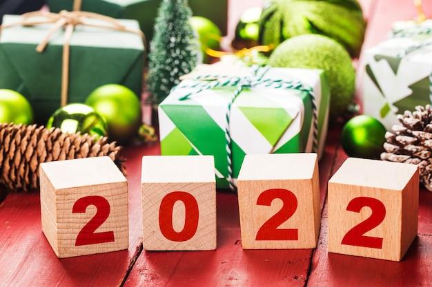 Feliz ano novo 2022 natal 2022 presentes de natal colocados em uma atmosfera festiva