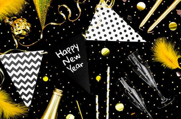 Feliz ano novo guirlanda com acessórios de prata e dourados