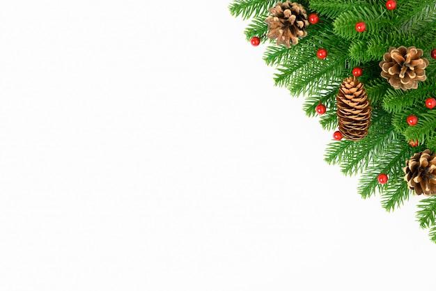 Feliz ano novo ou natal dia vista superior decorativo pinheiro