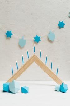 Feliz celebração de hanukkah com velas