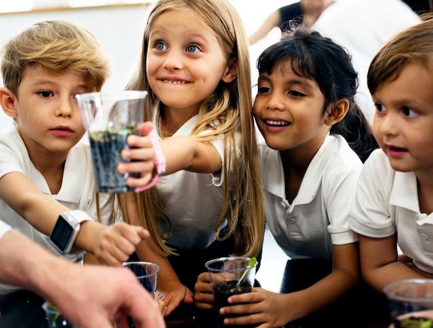 Feliz, crianças, em, escola elementar