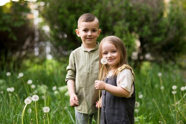 Feliz, crianças, junto, em, natureza
