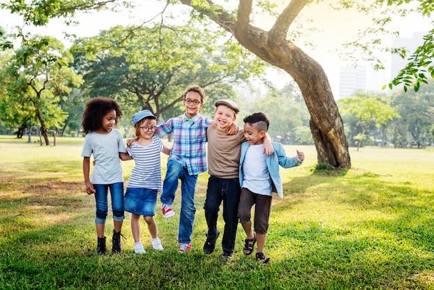 Feliz, crianças, parque