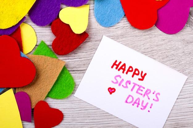 Feliz dia da irmã cartão de felicitações. corações e cartões coloridos. irmã é sua melhor amiga. paleta de amor.