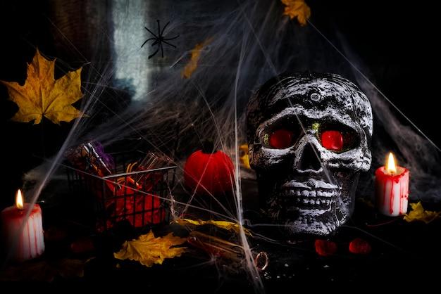 Feliz dia das bruxas partido mesa com teia de aranha e crânio