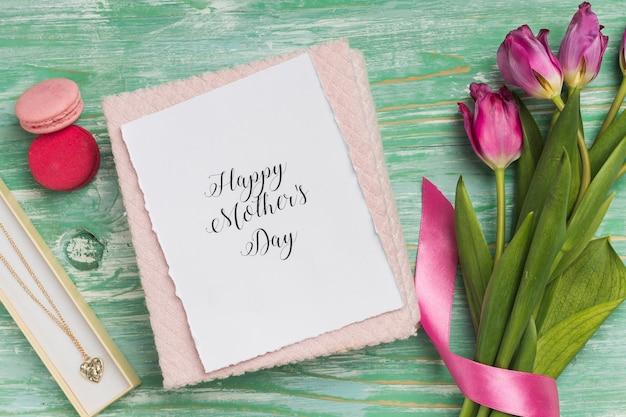Feliz dia das mães cartão com tulipas