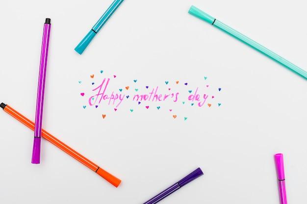 Feliz dia das mães inscrição com canetas de feltro brilhantes