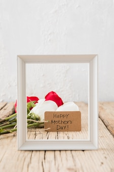 Feliz dia das mães inscrição com rosas e moldura