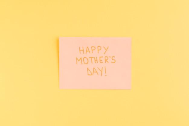 Feliz dia das mães título em papel rosa