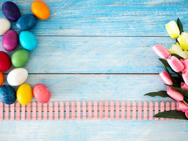 Feliz dia de páscoa e fundo de primavera