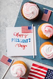 Feliz dia de presidentes da palavra. suportes patrióticos do bolo do copo da fonte de cozimento para o feriado e os conceitos do 4 de julho.