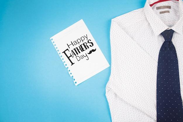 Feliz dia dos pais cartão com camisa branca