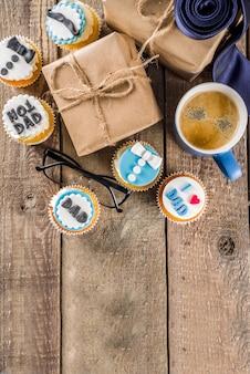 Feliz dia dos pais com cupcakes