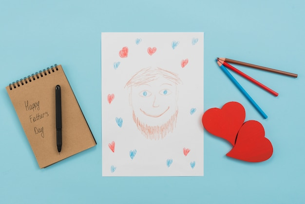 Feliz dia dos pais inscrição no bloco de notas com desenho de homem