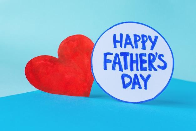 Feliz dia dos pais plana leigos. coração com o dia do pai feliz de inscrição. copie o espaço para o texto.