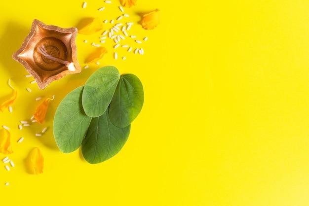 Feliz dussehra conceito sobre fundo amarelo.
