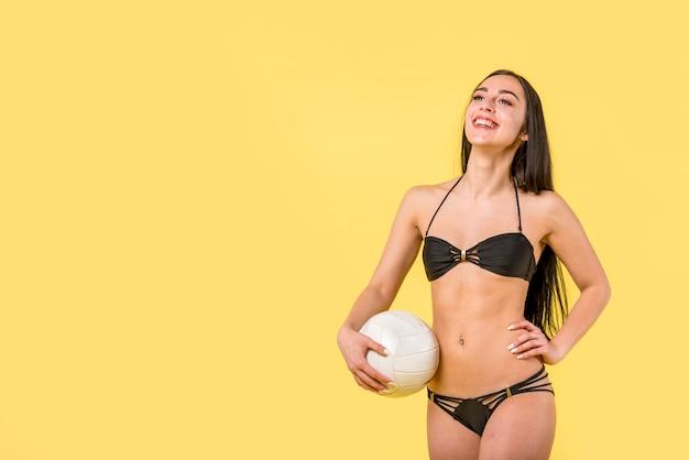 Feliz, femininas, em, biquíni, com, bola