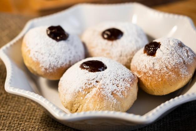 Feliz feriado hanukkah donuts com geléia