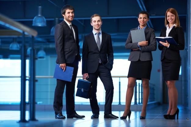 Feliz grupo de empresários