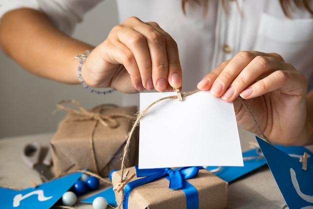Feliz hanukkah tradicional festival fazendo decorações